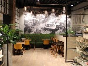 Koffielounge ingericht door Homint bij Sakestore in De Westereen